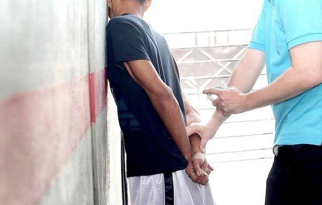 Imaginea intitulată Handcuff a person Step 2Bullet1