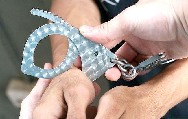 Imagine intitulată Handcuff a Person Step 6