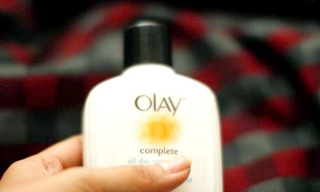 Imaginea intitulată Adoptați o rutină naturală de frumusețe pentru pielea grasă Pasul 3