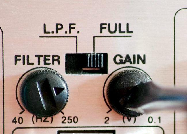 Imaginea intitulată Setați câștigul pe un amplificator auto Pasul 4