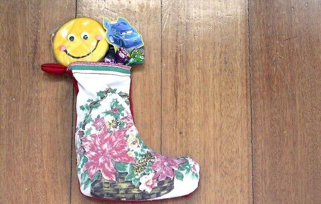 Imaginea intitulată Mâna coase un mini Crăciun Steping pasul 10