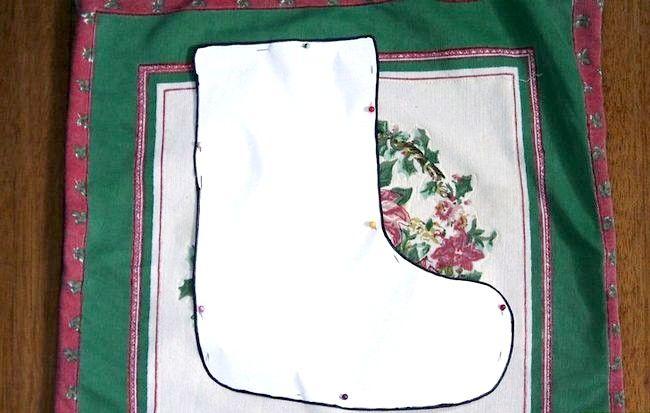 Imagine cu titlul Cusut de mână cu un Mini Crăciun Stocare Pasul 3