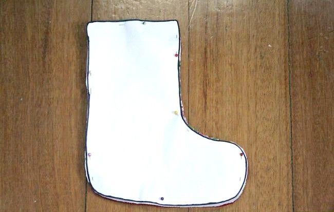 Imagine cu titlul Cusut de mână cu un Mini Crăciun Steping Step 4