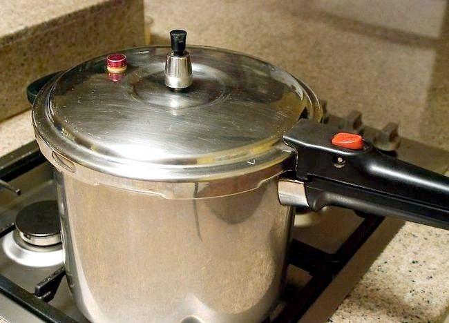 Imaginea intitulată Cartofi de gătit într-o mașină de gătit sub presiune Pasul 3