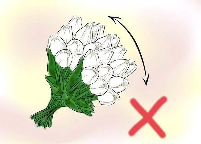 Imaginea intitulată Give Flowers Step 2