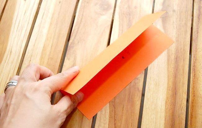 Cum să îndoiți o hârtie cu un mesaj secret