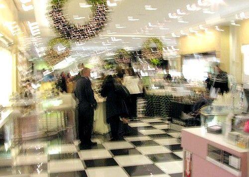Imagine intitulată Bloomingdales display perfume 2