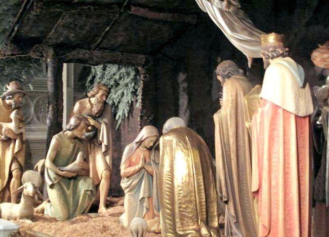 Imagine intitulată Nașterea scena