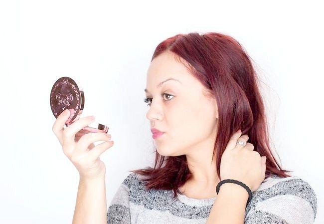 Imaginea intitulată Alegeți fundația potrivită pentru pielea tonificată cu miere Pasul 1