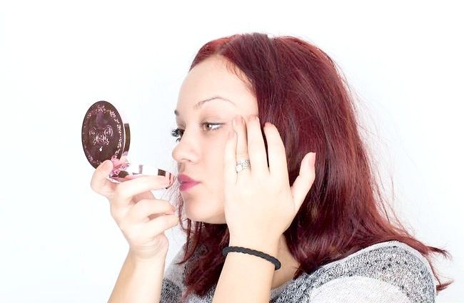 Imaginea intitulată Alegeți fundația potrivită pentru pielea tonificată cu miere Pasul 2