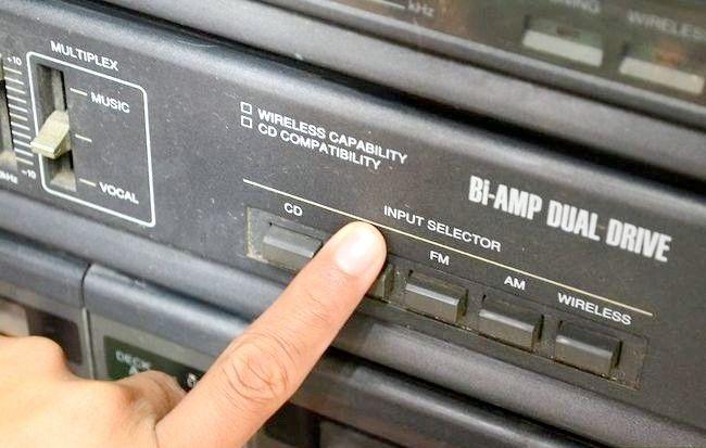 Imaginea intitulată Redarea unui iPod Shuffle prin boxele stereo Pasul 2