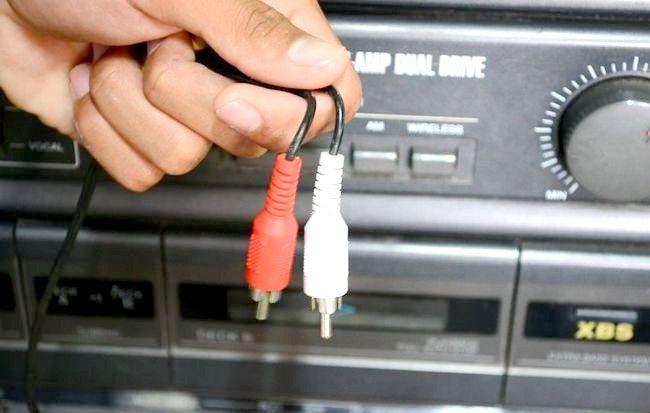 Imaginea intitulată Redarea unui iPod Shuffle prin boxele stereo Pasul 4