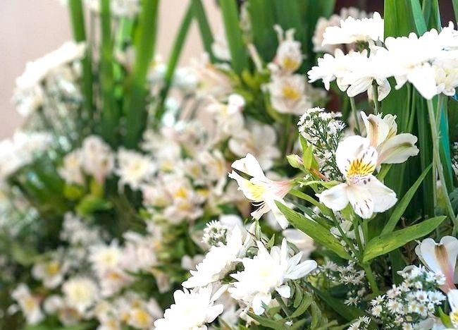 Imaginea intitulă Aranjamente florale pentru ambarcațiunile Pasul 15
