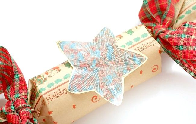 Imaginea intitulă Make Crackers Christmas Pasul 7