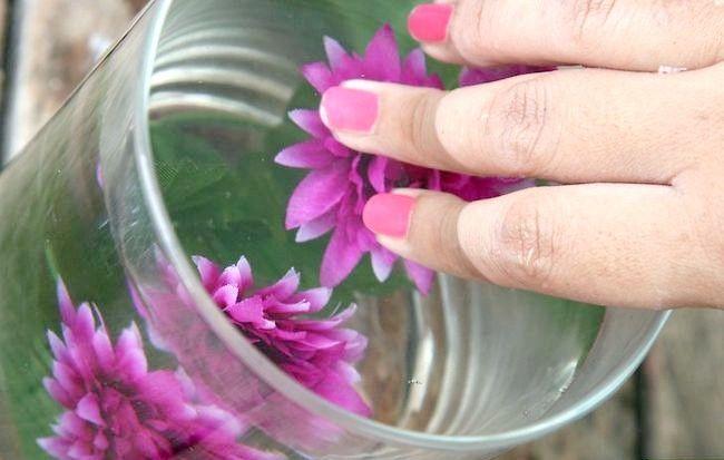 Imagine cu titlul Asigurați-centrale elegante utilizând apă distilată și flori de mătase Pasul 9