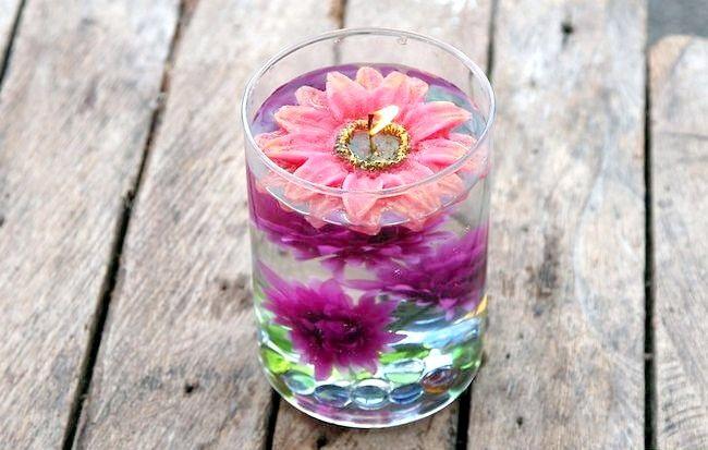 Imaginea intitulă Asigurați-centrale elegante utilizând apă distilată și flori de mătase Pasul 13