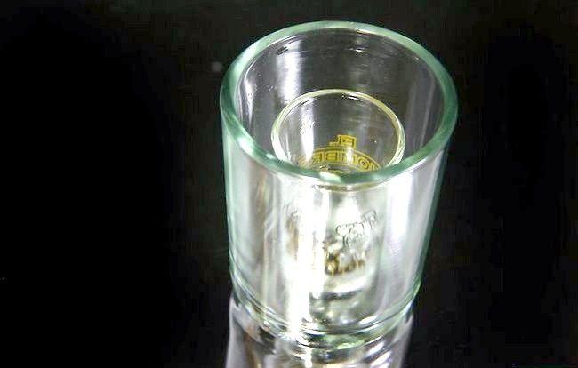 Imaginea intitulă Faceți ochelarii de sticlă înghețată Pasul 1