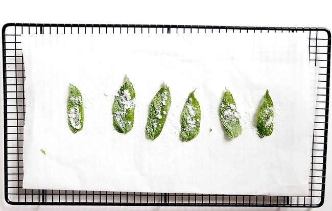 Imaginea intitulată Fă-ți frunzele de menta cu mirodenii Pasul 4