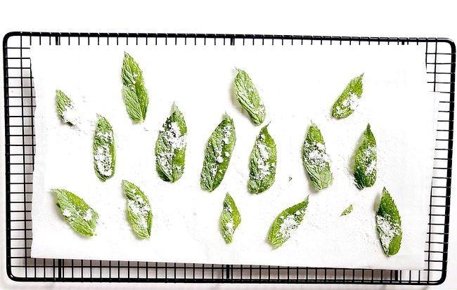 Imaginea intitulată Fă-ți frunzele de mentă preparată Pasul 5
