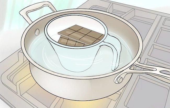 Imaginea intitulă Faceți ciocolată acoperită capsuni Jello Shots Pasul 3