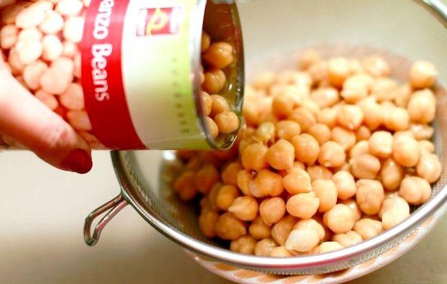 Imaginea intitulă Make Garlic Hummus Pasul 1