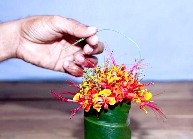 Imagine intitulată Aranjați flori pentru o vază mică Step 6Bullet1