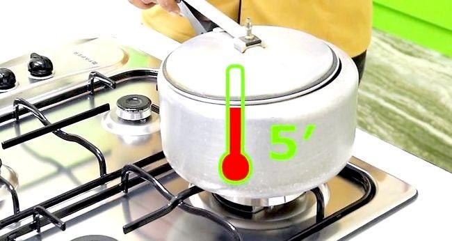 Imaginea intitulată Creați un tort folosind un aparat de gătit sub presiune Pasul 14
