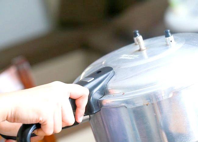 Imaginea intitulată Creați un tort utilizând un aragaz sub presiune Pasul 37