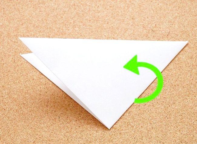 Imaginea intitulă Faceți o hârtie de zăpadă Kirigami Step 3