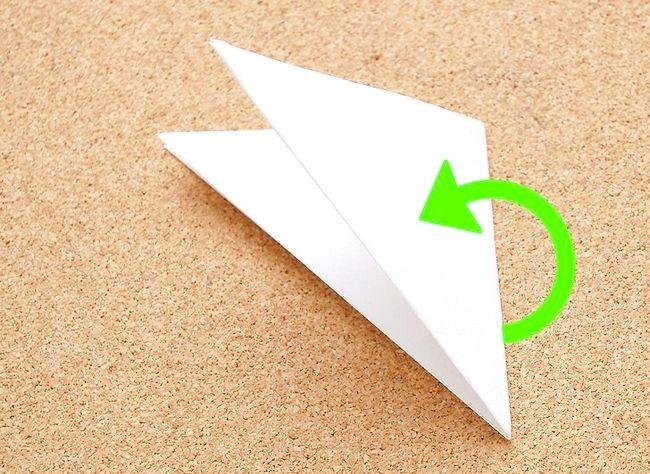 Imagine intitulată Faceți o hârtie de zăpadă Kirigami Pasul 4