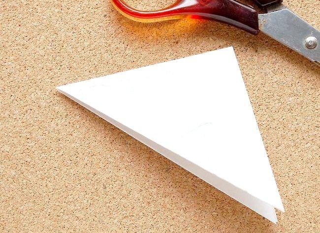 Poza intitulată Faceți o hârtie de zăpadă Kirigami Step 5