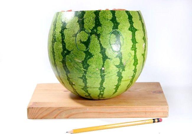 Imagine intitulată Carve Smile on a Watermelon Pasul 4