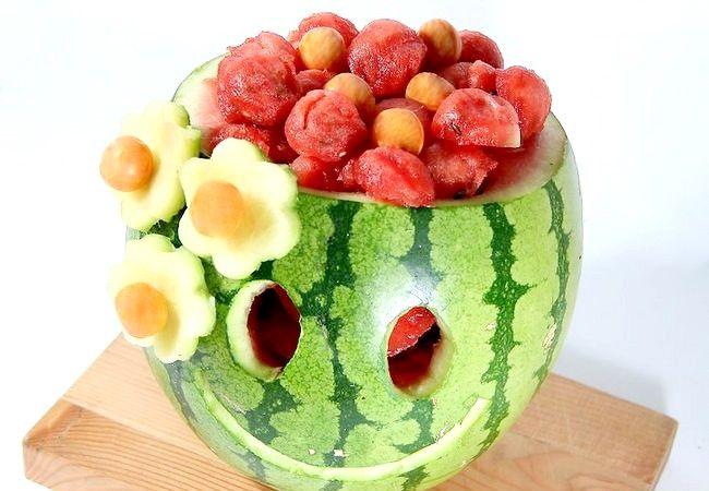 Imagine intitulată Carve Smile on a Watermelon Pasul 7