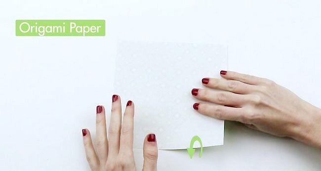 Imaginea intitulă Faceți un pom de Crăciun Origami Pasul 1