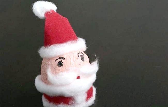 Imaginea intitulă Efectuați o decorare Mos Craciun utilizând un pas de ou 11