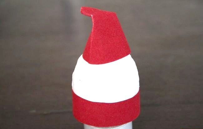 Imaginea intitulată Faceți o decorare Mos Craciun folosind un pas de ou 7