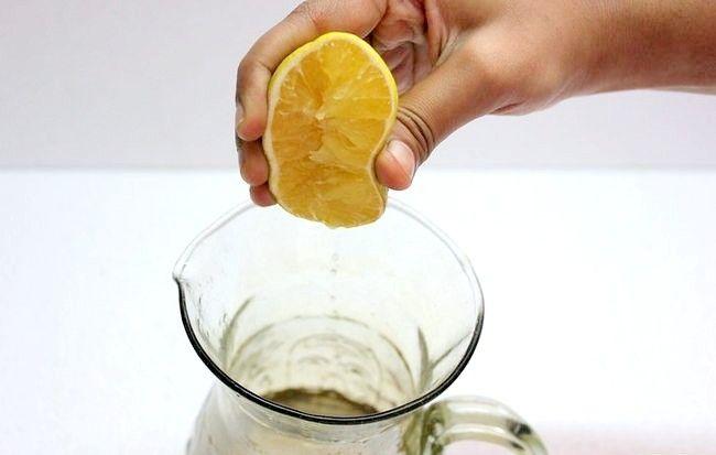 Imaginea intitulă Faceți limonada de lime și ghimbir Pasul 11