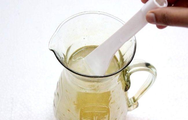 Imaginea intitulă Faceți limonada de lime și ghimbir Pasul 12