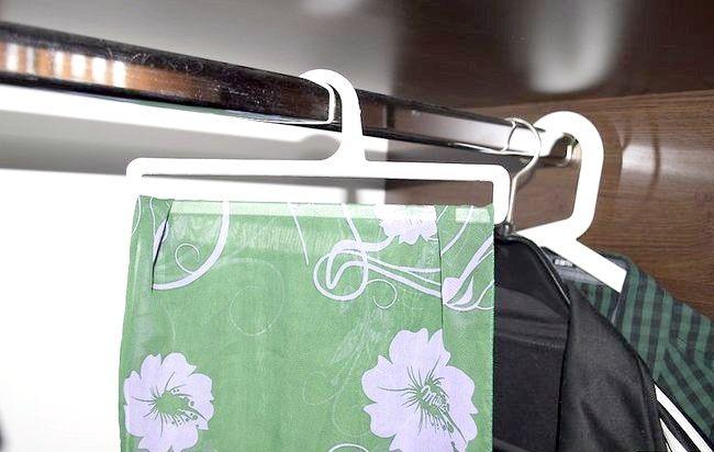 Imaginea intitulată Curățați dulapul dvs. Step 4Bullet1