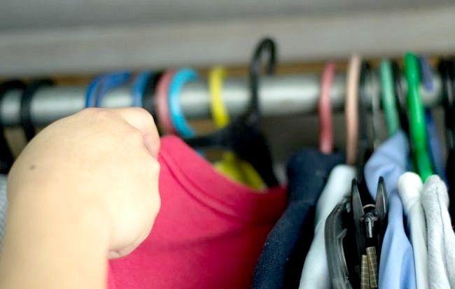 Imaginea intitulată Curățați camera rapidă și eficientă Pasul 7