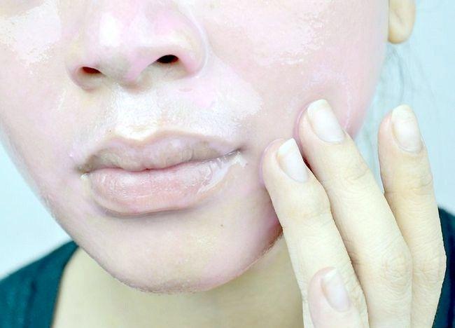 Imaginea intitulată Curățați pielea uleioasă Pasul 5