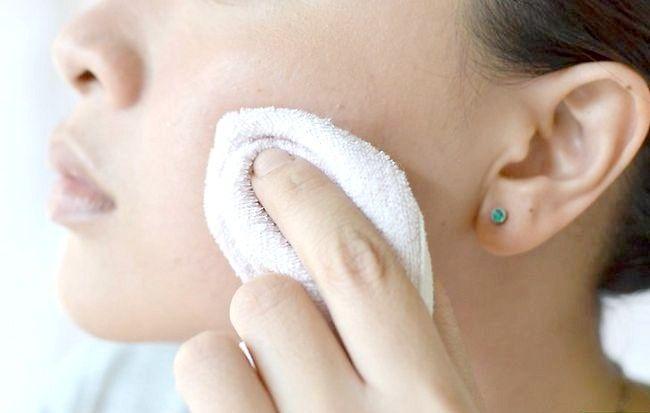 Imaginea intitulată Îndepărtați pielea iritată de spălarea feței Pasul 5