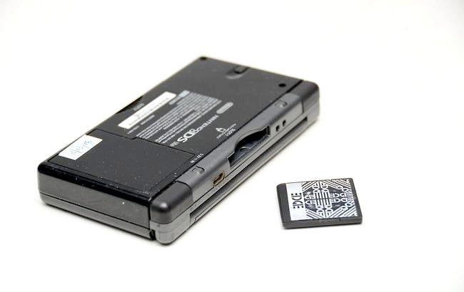 Cum de a modifica un Nintendo DS cu un R4 FlashCard