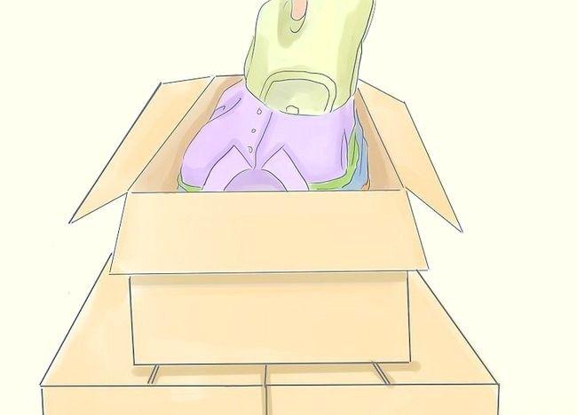 Imaginea intitulată Curățați dormitorul dvs. aglomerat și redecorați-l Pasul 12