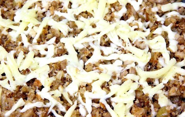 Imaginea intitulă Fă-ți ciupercile umplute cu usturoi Pasul 15