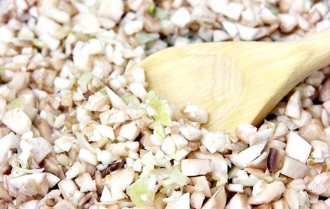 Imaginea intitulă Fă-ți ciupercile umplute cu usturoi Pasul 8