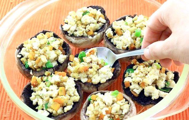 Imaginea intitulă Fă-ți ciupercile pline delicioase Pasul 5