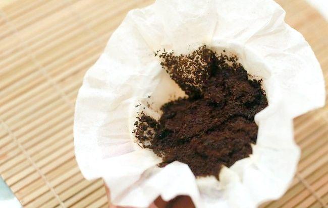 Imaginea intitulată Cămine de cafea de reciclare de la filtrul dvs. de cafea Pasul 1