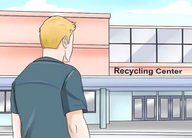 Poză intitulată Recycle Bottle of Plastic Pasul 17