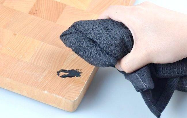 Imagine intitulată Eliminarea vopselei acrilice din lemn Pasul 1